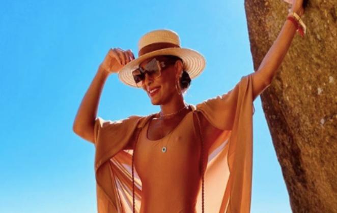 juliana paes sensual e de chapeu
