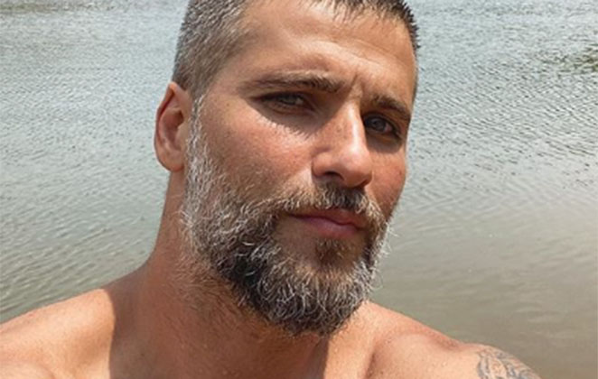 Bruno Gagliasso na praia