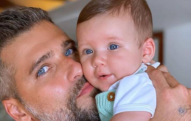 Bruno Gagliasso e o filho caçula Zyan