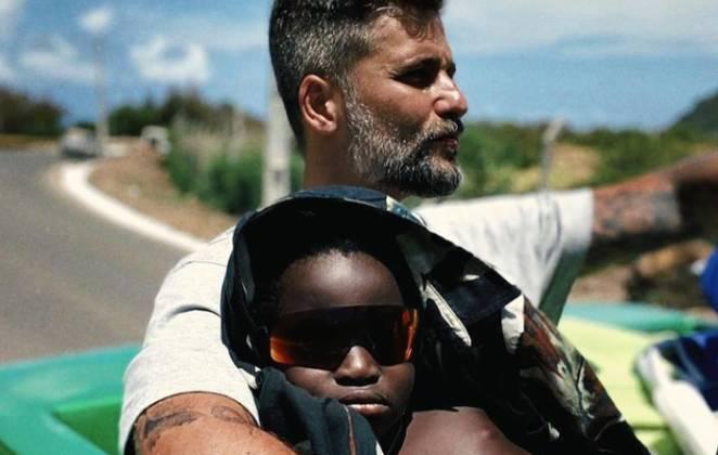 Bruno Gagliasso e o filho Bless