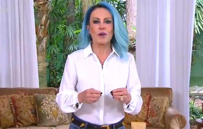 Ana Maria Braga de cabelo azul