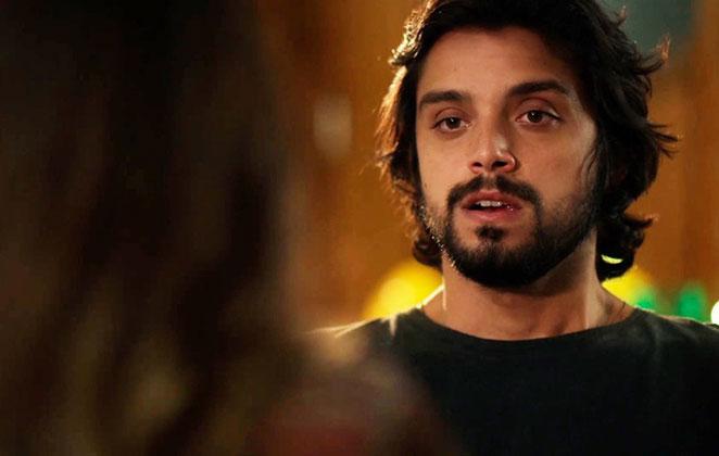 Alejandro confessa seu amor por Luna em Salve-se Quem Puder