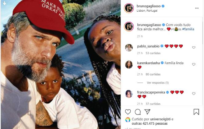 post do instagram de bruno gagliasso posando sério com os filhos titi e bless em portugal