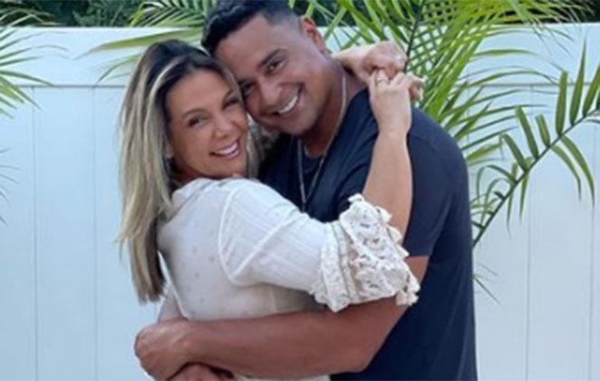 Carla Perez abraça o marido Xanddy