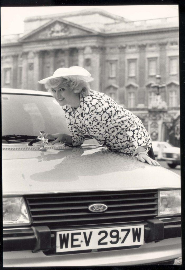 Lady Diana e seu Ford Escort