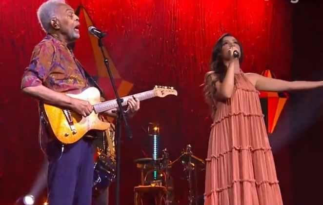 Gilberto Gil e Juliette Freire cantam juntos