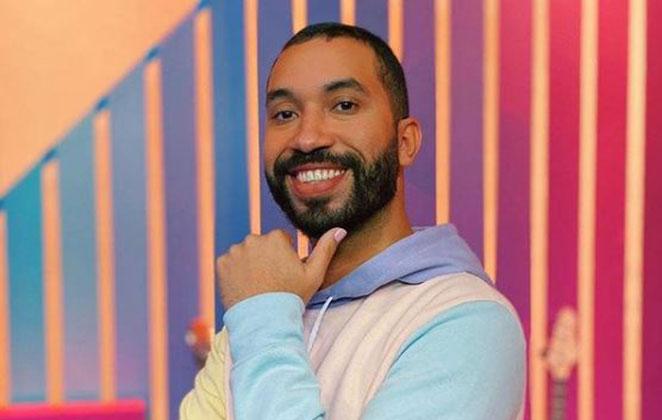 Gilberto Nogueira sorridente em foto