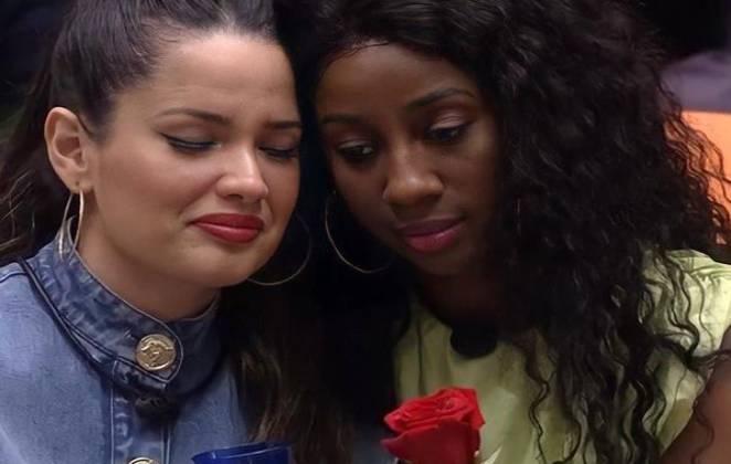 Juliette e Camilla de Lucas se consolam durante o BBB21
