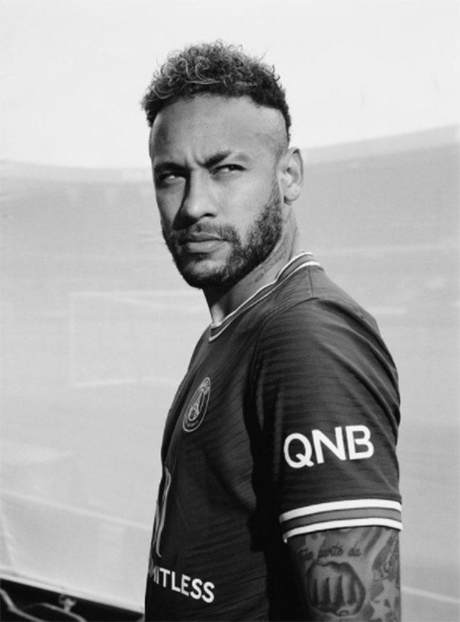 Neymar posando para foto