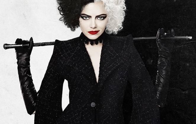 pôster de cruella com uma ilusão de ótica com a roupa da personagem segurando um bastão