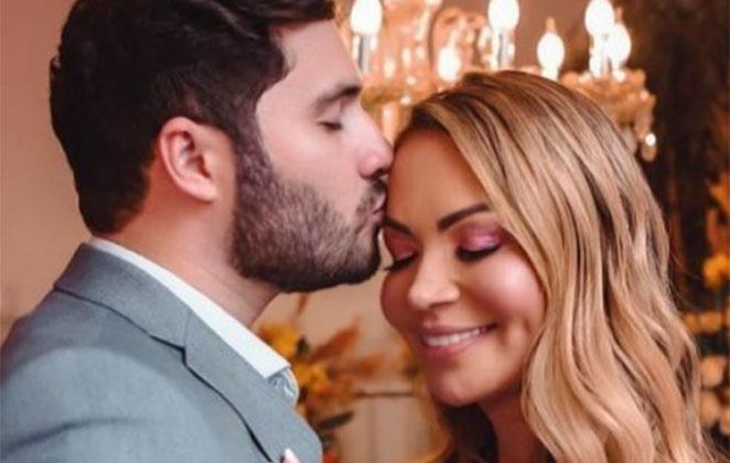 Monilton Moura beija testa de Solange Almeida